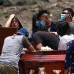 MÉXICO REBASA LOS 187 MIL FALLECIDOS; TEMEN TERCERA OLA DE COVID POR SEMANA SANTA
